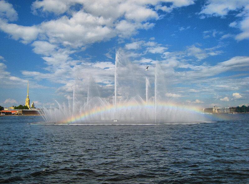 Питер, радуга, фонтан