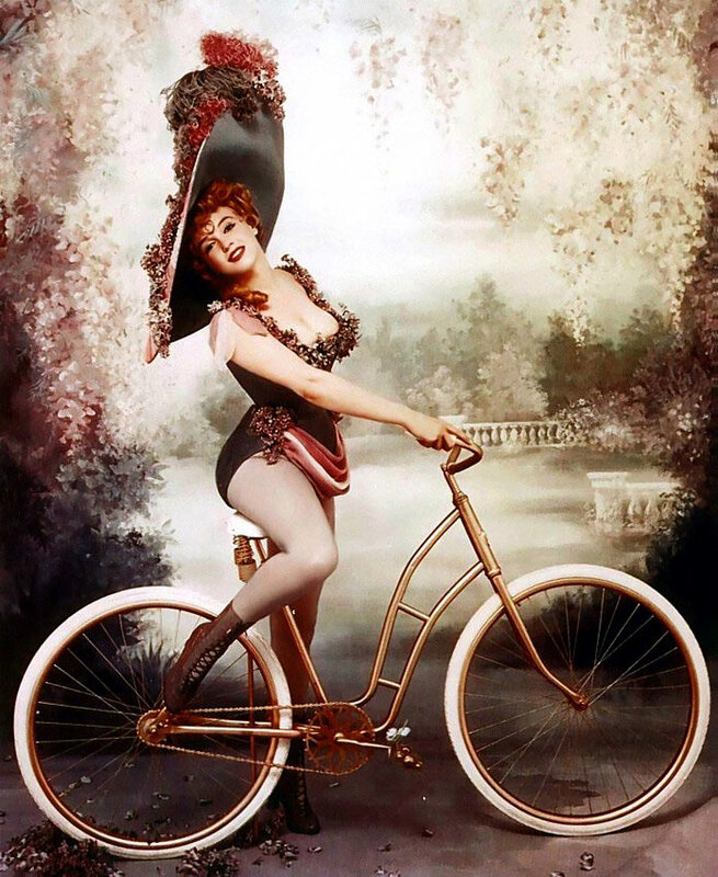 Открытка девушка на велосипеде, курбан