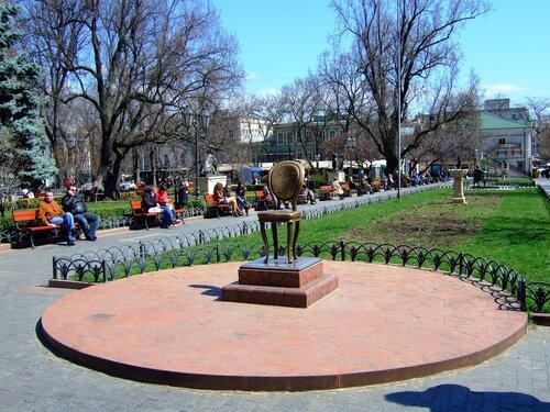 Памятник двенадцатому стулу