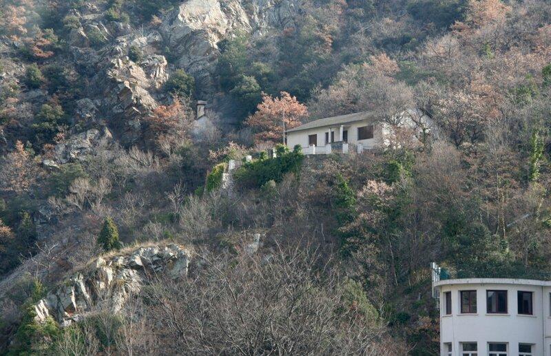 Дома на склонах Восточных Пиренеев