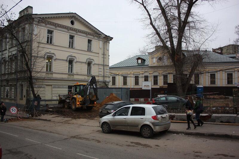 Место, где находилась ограда. Улица Забелина. 11/04/2012