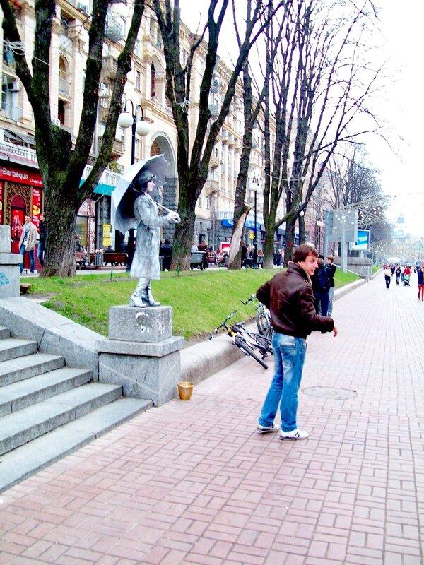 Живая скульптура на Крещатике