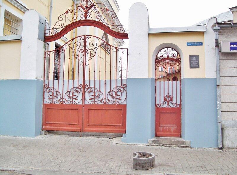 Ворота костела