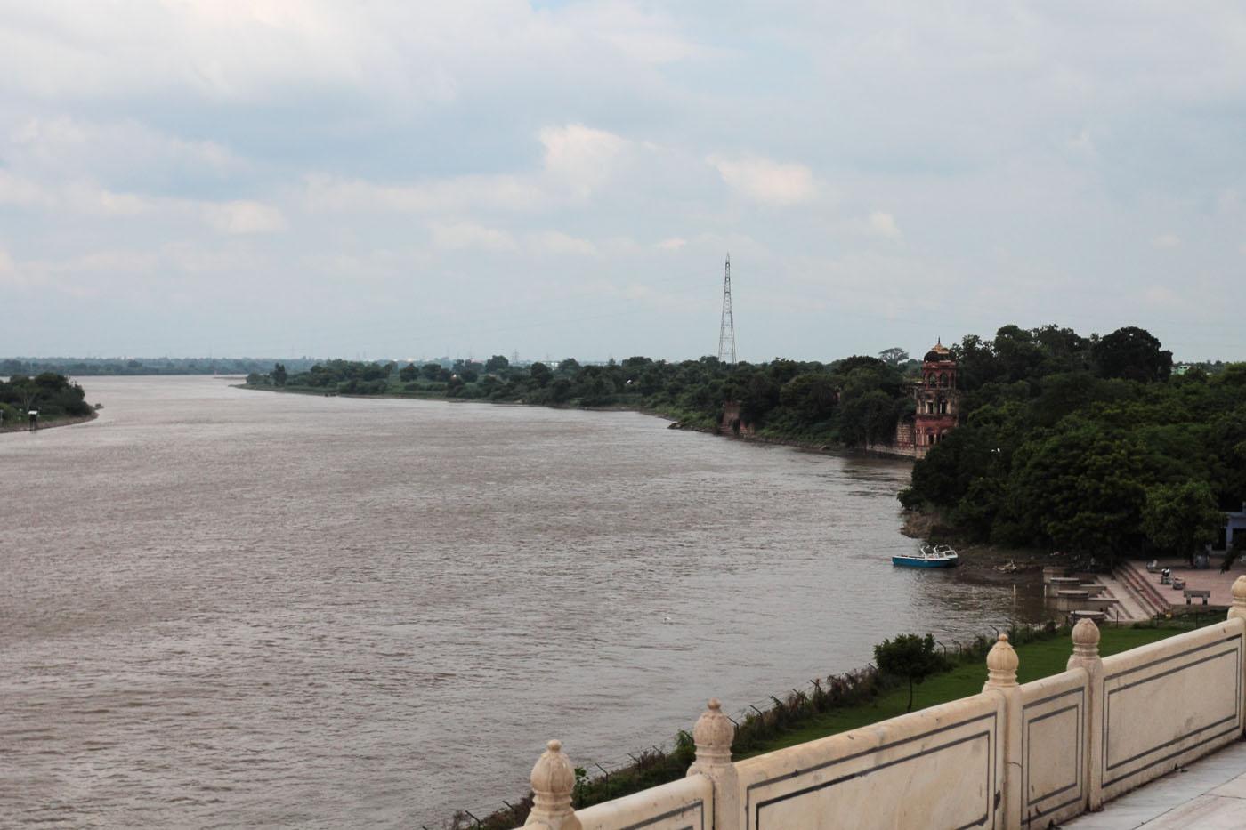 Фотография 16. Вид на реку Джамна (Ямуна) в Агре. Отчет об экскурсии к мавзолею Тадж Махал. Какие достопримечательности можно посетить в Индии.