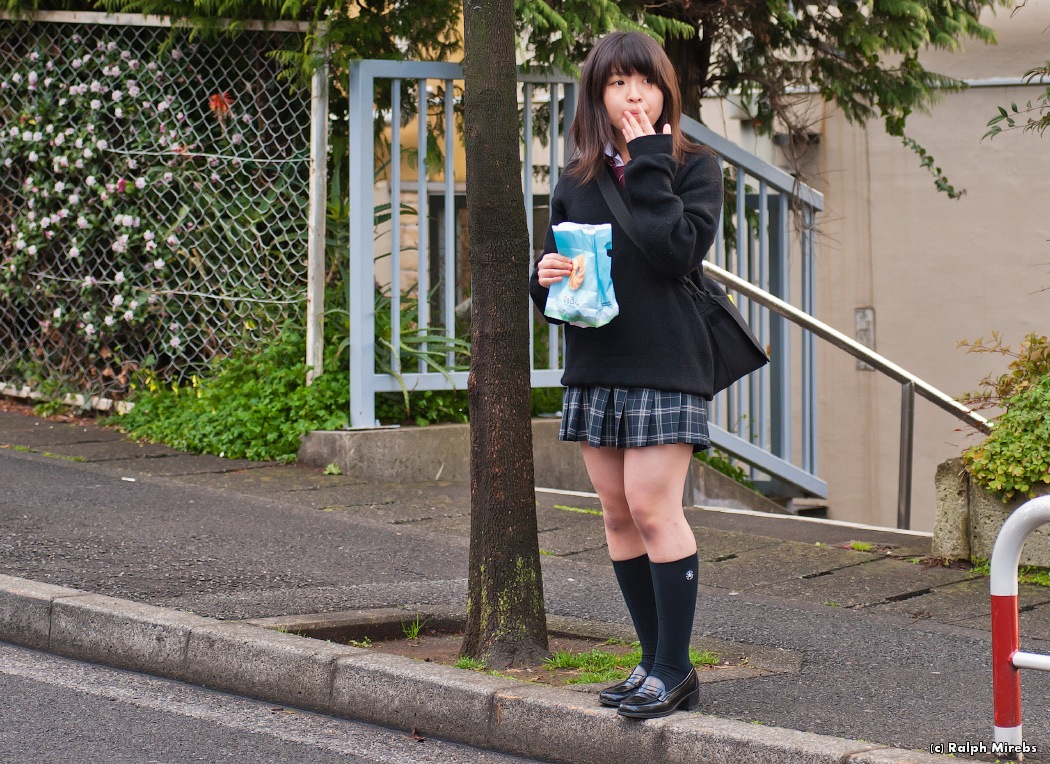японские школьницы по очереди
