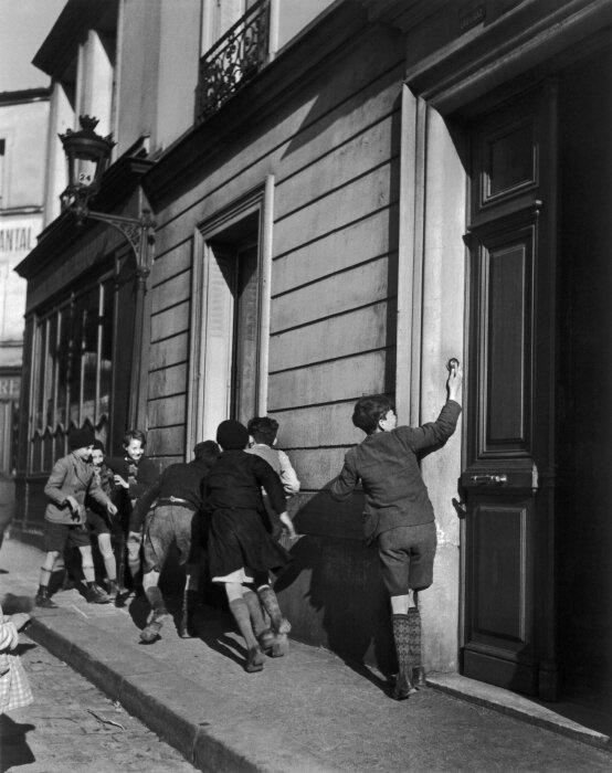 LA SONNETTE, 1934