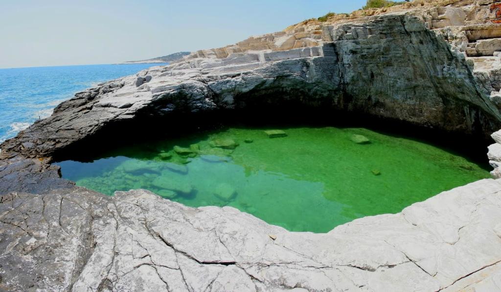 Естественный бассейн Giola