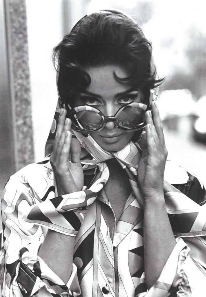 _Isabella Rossellini in Pucci 1970s