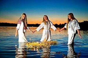 Венки на реке