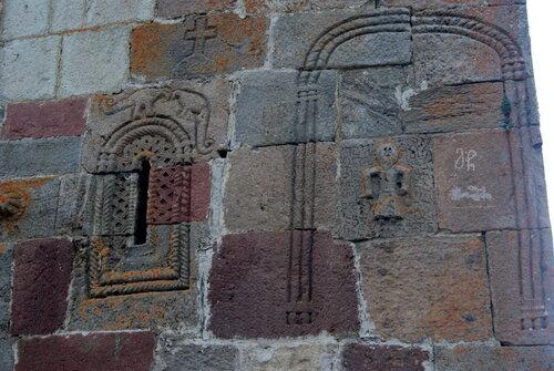 Каменный орнамент