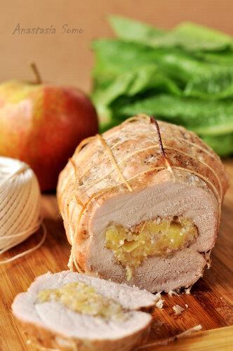 Рулет из свинины с яблоками (разрез)