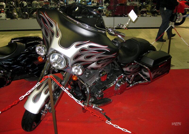Мотосалон IMIS-2012 в «Гарден Сити». Мотоцикл Harley-Davidson.