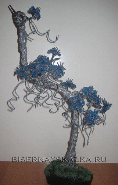 Для этого бисерного дерева потребуется синий бисер трех оттенков.  Плетение. для лепестков. игольчатое. для тычинок и...