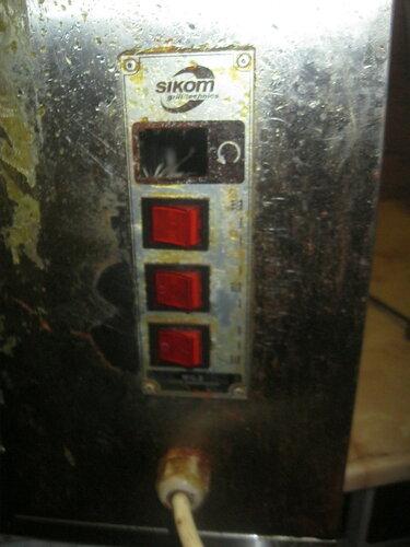 Экстренный вызов электрика аварийной службы в кафе с целью перестановки ТЭНа в аппарате для приготовления шавермы