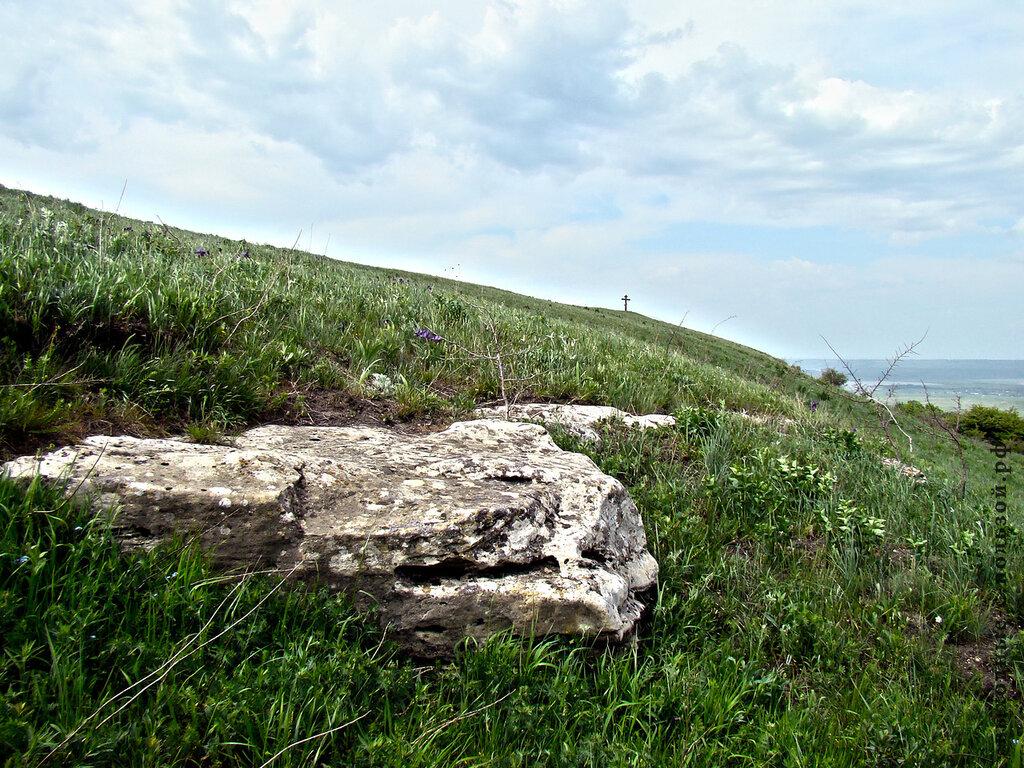 Камень на беспутской поляне
