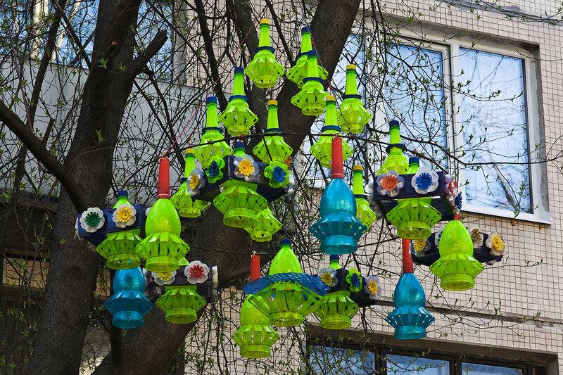 Украшаем свой двор из пластиковых бутылок своими руками 64