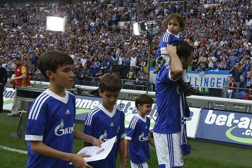 Raul con hijos 6