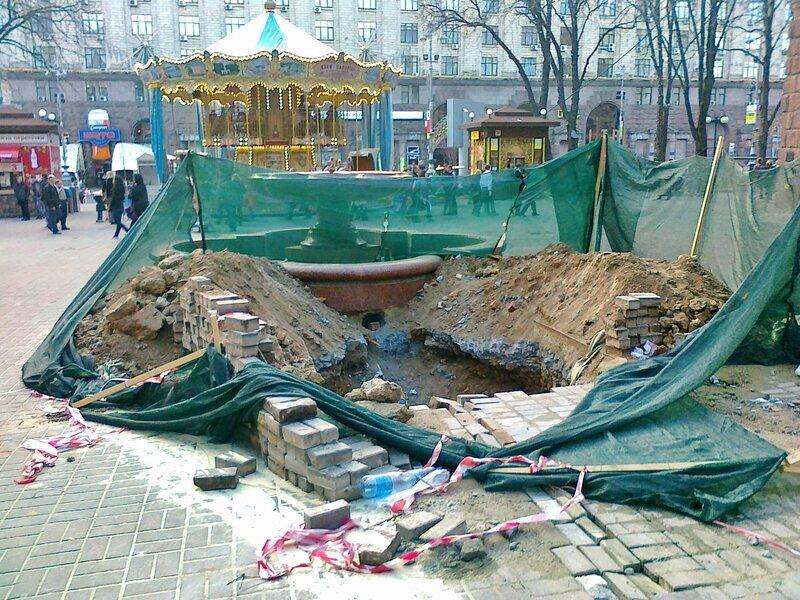 Реконструкция фонтана перед Пассажем