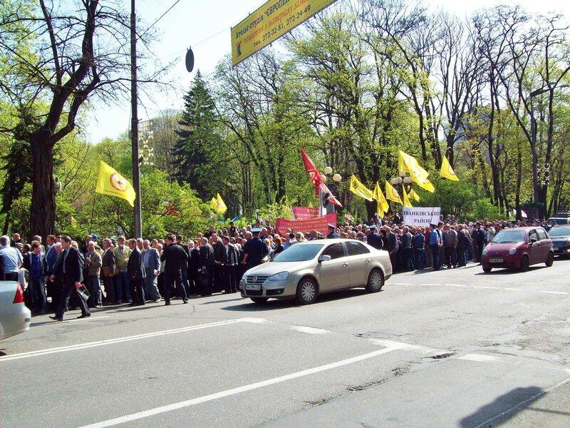 Колонна чернобыльцев на Грушевского