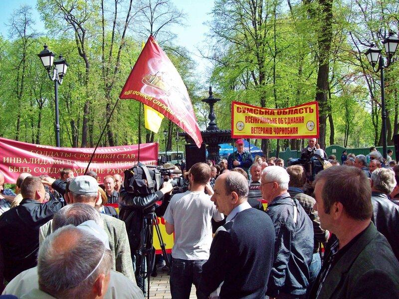 Сцена митинга чернобыльцев в Мариинском парке