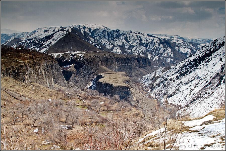 Блеск и нищета Армении: языческий храм в Гарни