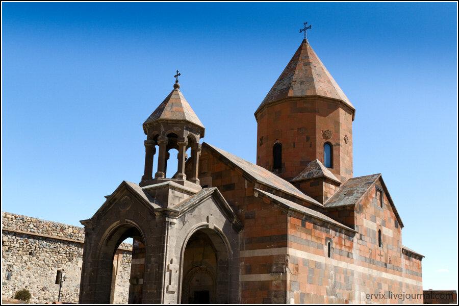 Главный храм Хор Вирапа - Церковь Святой Богородицы (Сурб Аствацацин)
