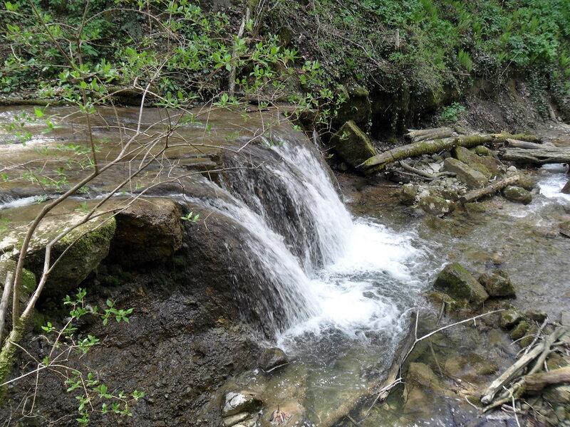 У водопадов