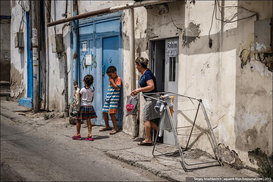 Жизнь в бакинских развалинах