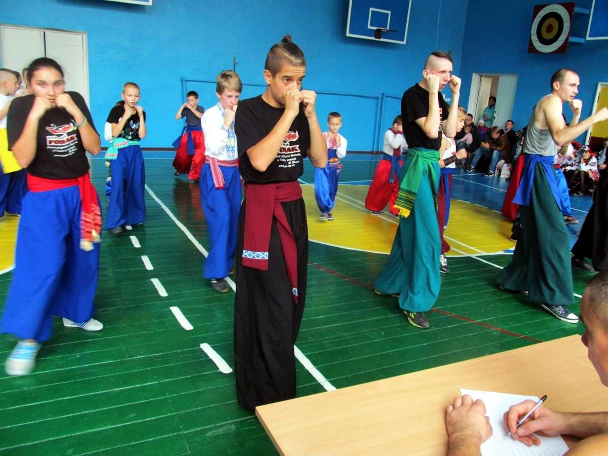 Квалификационный групповой экзамен в школе боевого гопака города Нетешин (Хмельницкая область) (01)