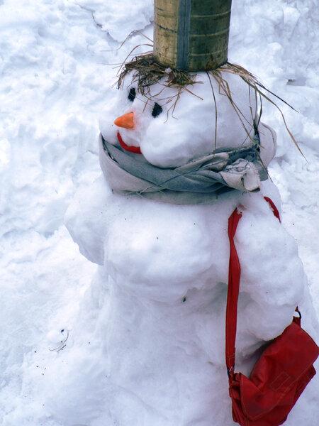 последний весенний снеговик