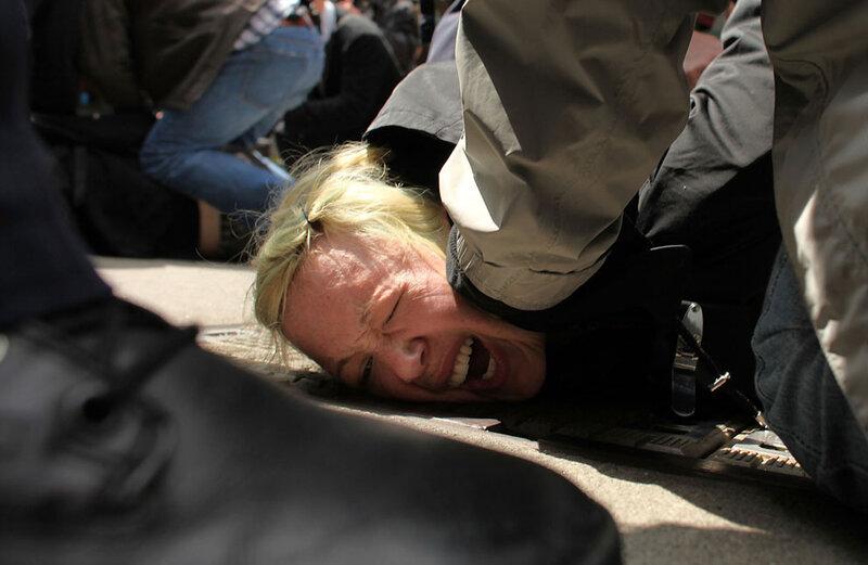 Мир протестует, полиция противоборствует
