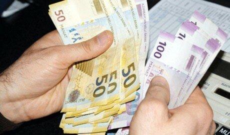 Валюта Азербайджана обесценилась за один день на 50%