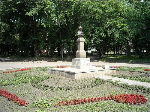 Бюст М.Ю. Лермонтова в сквере имени М.Ю. Лермонтова