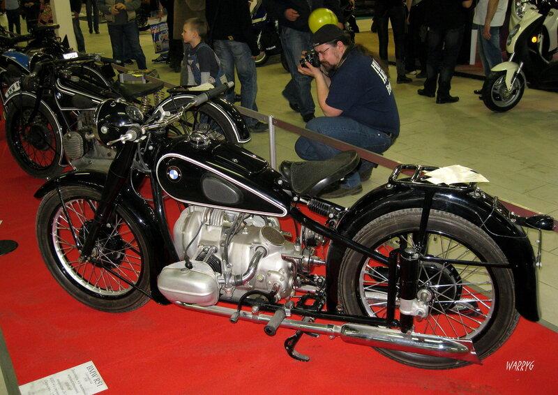 Мотосалон IMIS-2012 в «Гарден Сити». Ретро зона. Немецкий мотоцикл BMW R51 1938 г.