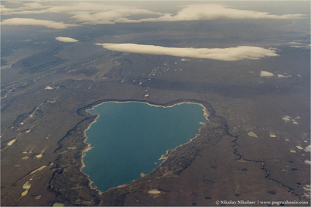 13. Озерце отдаленно напоминающее форму сердца по дороге из Сан-Карлос де Барилоче в Эль Калафате. М