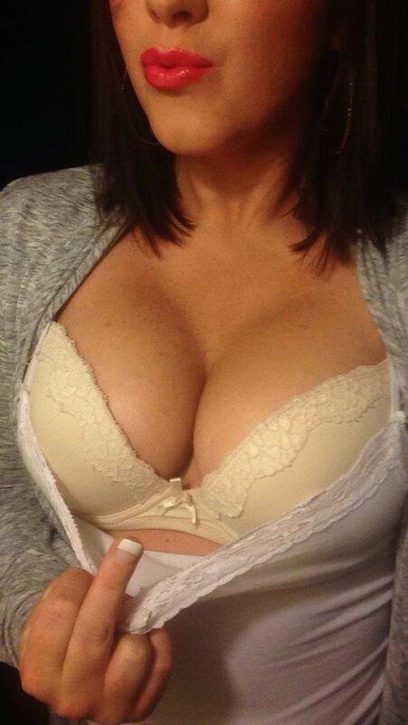 женская домашнее обнаженная фото грудь