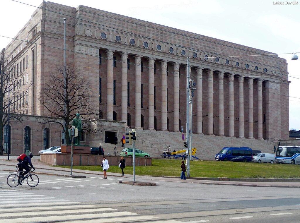 Общий вид здания Парламента.