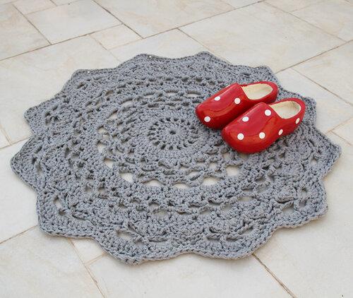 Идеи использования вязаных салфеток  коврик