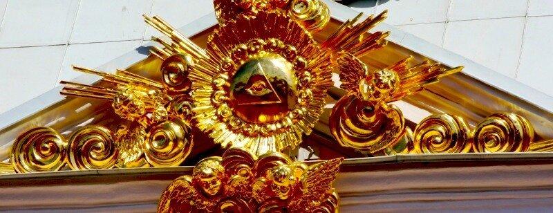 Масоны среди нас: пирамида и глаз на фронтоне Петергофского дворца