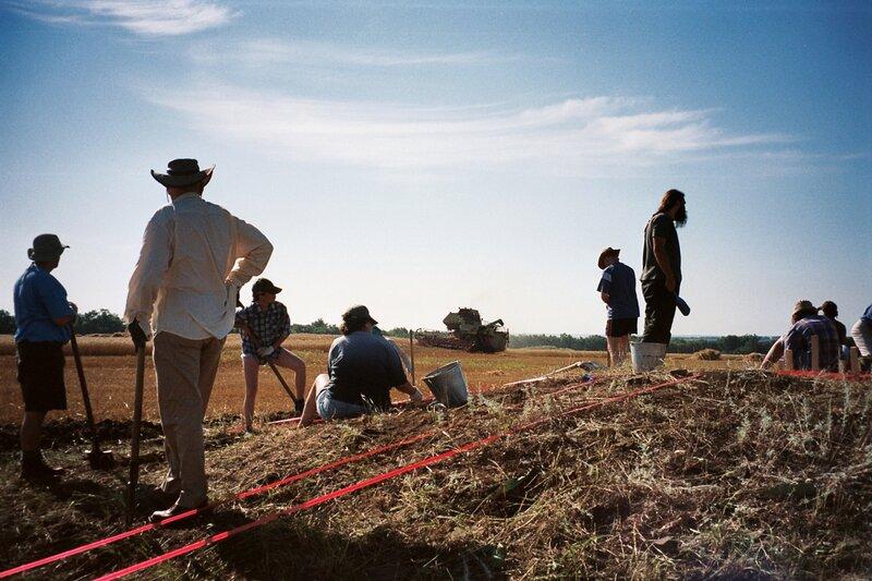 Археологи на раскопках Нижнедонских Частых курганов