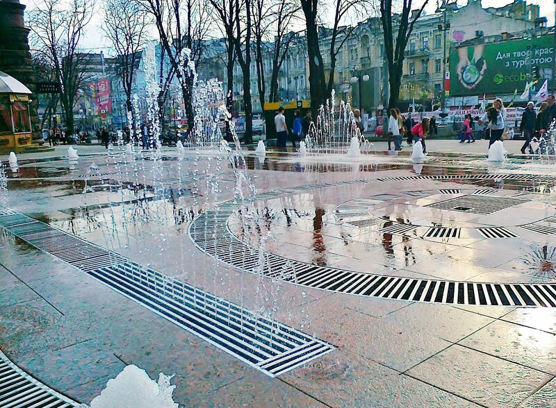 Струи фонтана Крещатик