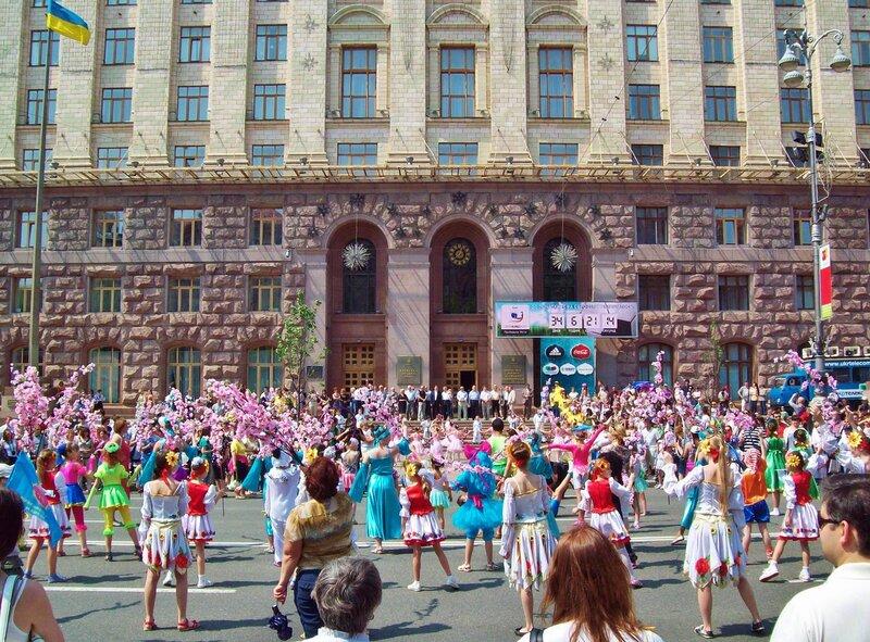 Карнавал детского творчества под киевской мэрией