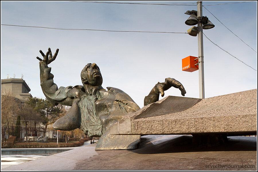 Ереван. Памятник пианисту
