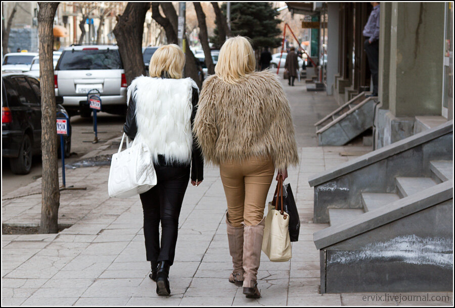 Девушки в Ереване