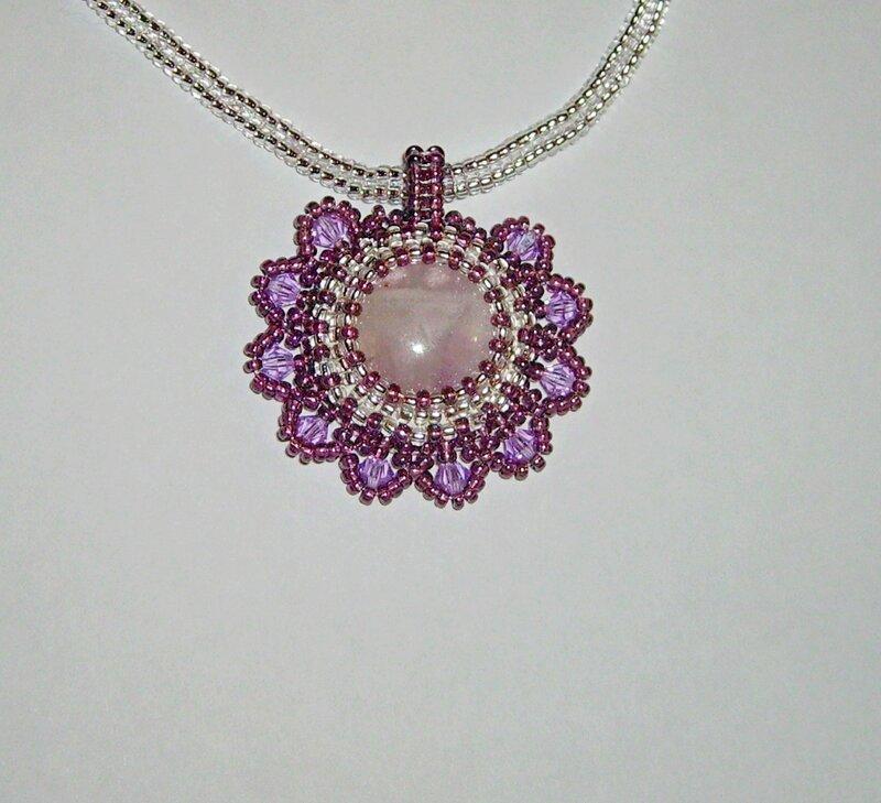Кабошон аметиста ( светленький попался,почти розовый, обычно он темнее) сваровски, кожа, бисер- чех.