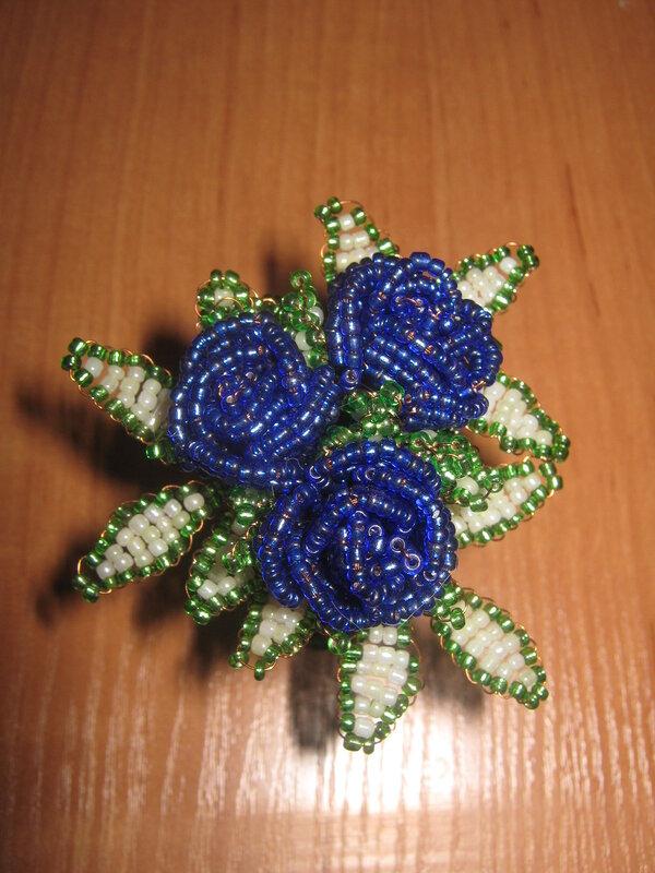 Название: Розы-малютки Материал: бисер, изолента, проволка, нитка, пластмас, Техника: параллельное плетение Размер...