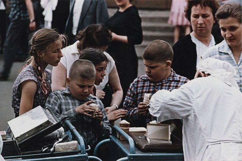 406472 Арбатская площадь_Дм. Бальтерманц 1958.jpg