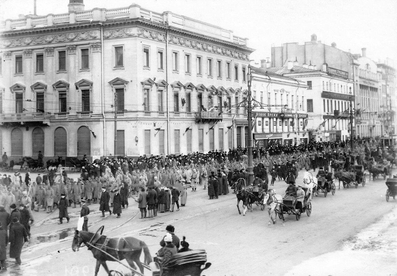 11. Австрийские военнопленные под конвоем идут по Невскому проспекту