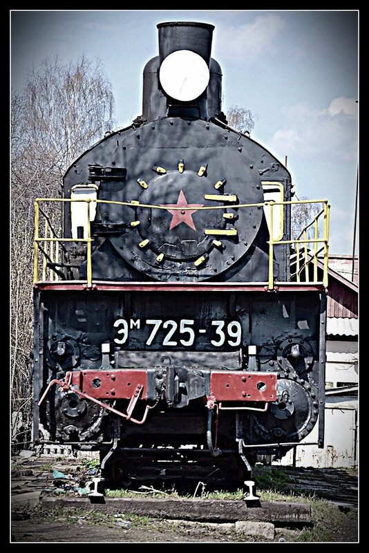 Памятник-паровоз Эм 725-39. г.Тверь.