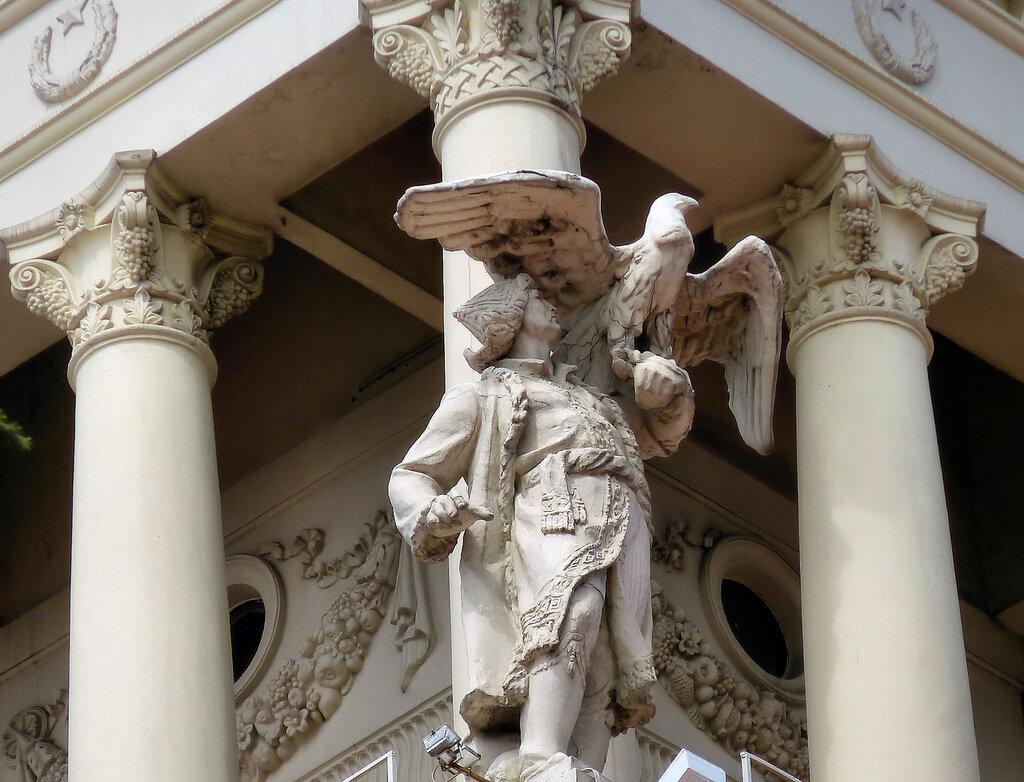 скульптуры здания морского вокзала (1).